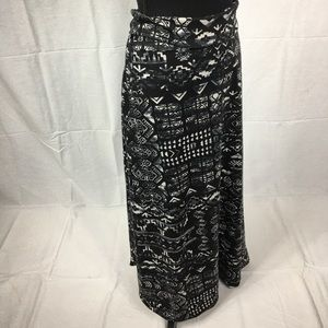 Mossimo Small black white patterned maxi skirt